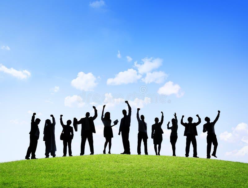 Download Sylwetki Ludzie Biznesu Outdoors Z Rękami Podnosić Zdjęcie Stock - Obraz złożonej z pomoc, ethnic: 41953502