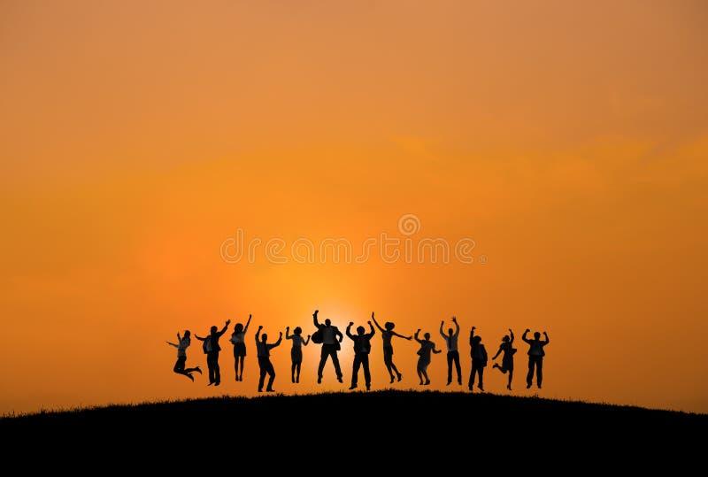 Download Sylwetki Ludzie Biznesu Z Rękami Podnosić Zdjęcie Stock - Obraz złożonej z przyjaźń, biznesmen: 41953524