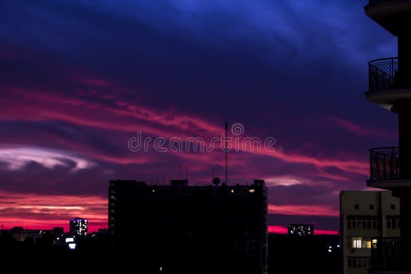 Sylwetki miasta Odessa w zachodzie słońca zdjęcia royalty free