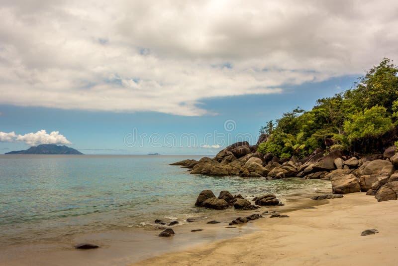 Sylwetki wyspa Seychelles, Mahe - obrazy royalty free