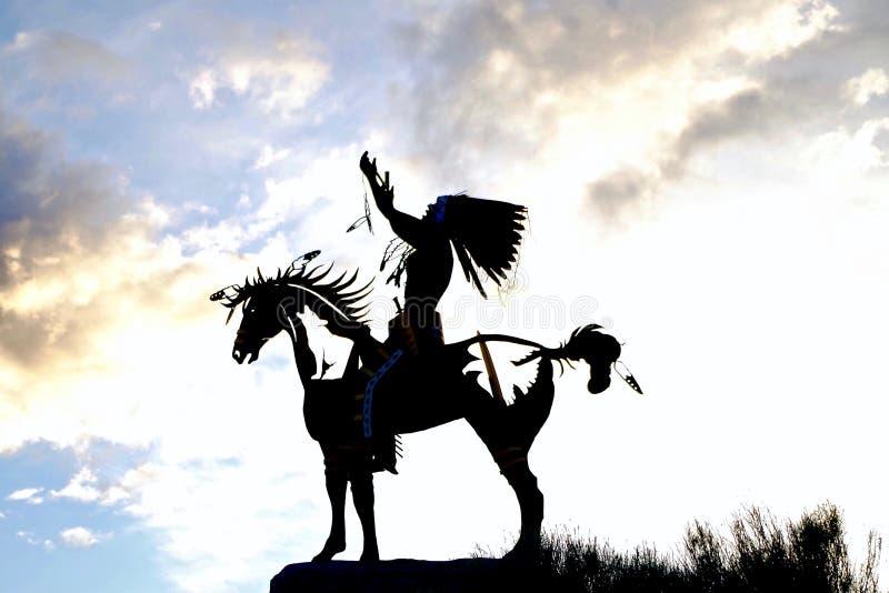 Sylwetkowa Rodzima rzeźba w Osoyoos, kolumbiowie brytyjska, Kanada zdjęcie stock