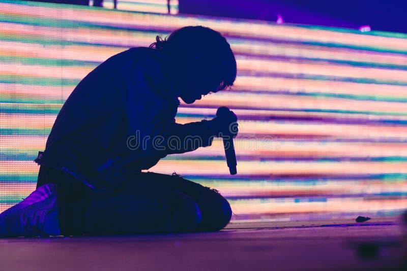 Sylwetkowy osoba śpiew