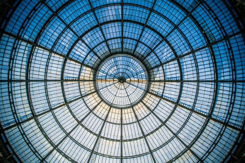 Symétrie circulaire du dôme en verre à Milan IV photographie stock libre de droits