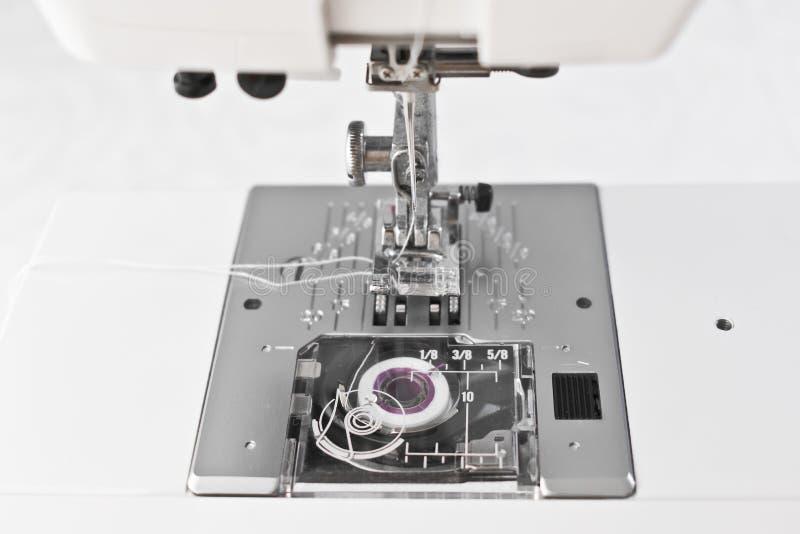 Symaskinarbetedelar, presserfotvisare och rulle arkivbild