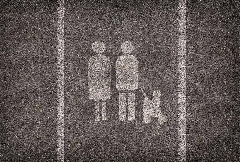 Symble-Parklücke bestimmt nur für Familien lizenzfreie stockfotos