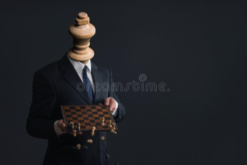 Symbol av en affärsman som avfyrar hans personal royaltyfri fotografi