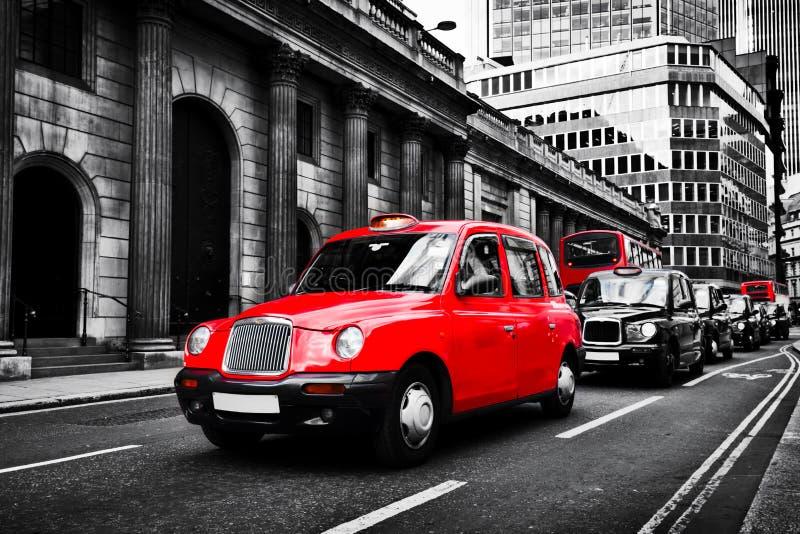 Symbol av London, UK Taxitaxi som är bekant som hyrdroska royaltyfria bilder
