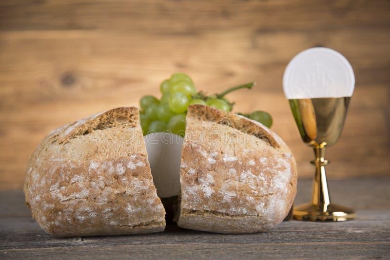 Symbol des heiligen Abendmahl des Brotes und des Weins, des Messkelches und des Wirtes, erster comm lizenzfreie stockfotos