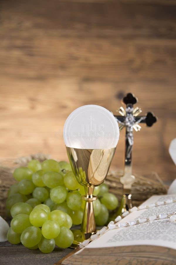 Symbol des heiligen Abendmahl des Brotes und des Weins, des Messkelches und des Wirtes, erster comm lizenzfreies stockfoto