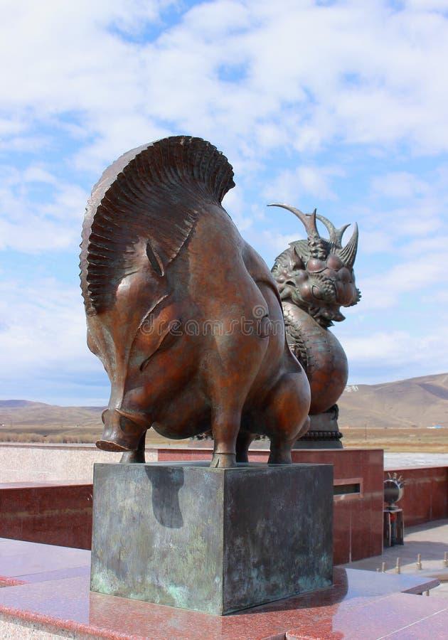 Symbol för svin för bronsskulptur av den kinesiska zodiaken royaltyfri foto