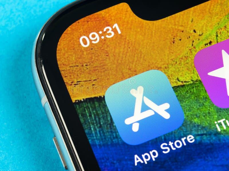 Symbol f?r Apple lagerapplikation p? n?rbild f?r sk?rm f?r smartphone f?r Apple iPhone X Mobil applikationsymbol av app-lagret bi arkivfoton