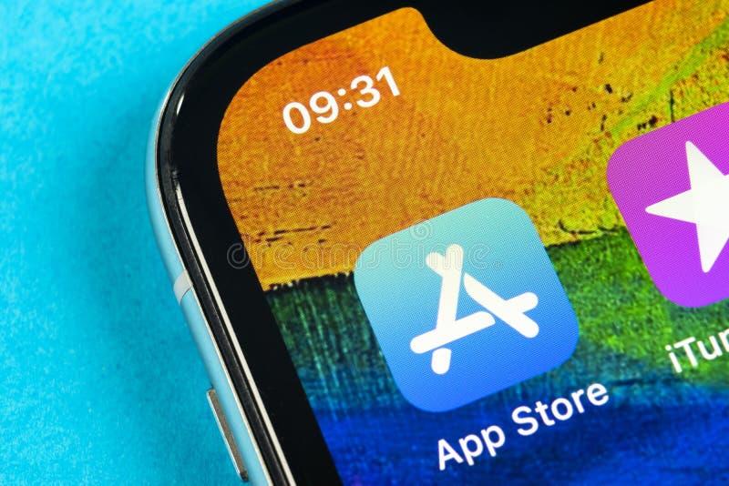 Symbol f?r Apple lagerapplikation p? n?rbild f?r sk?rm f?r smartphone f?r Apple iPhone X Mobil applikationsymbol av app-lagret bi arkivbild