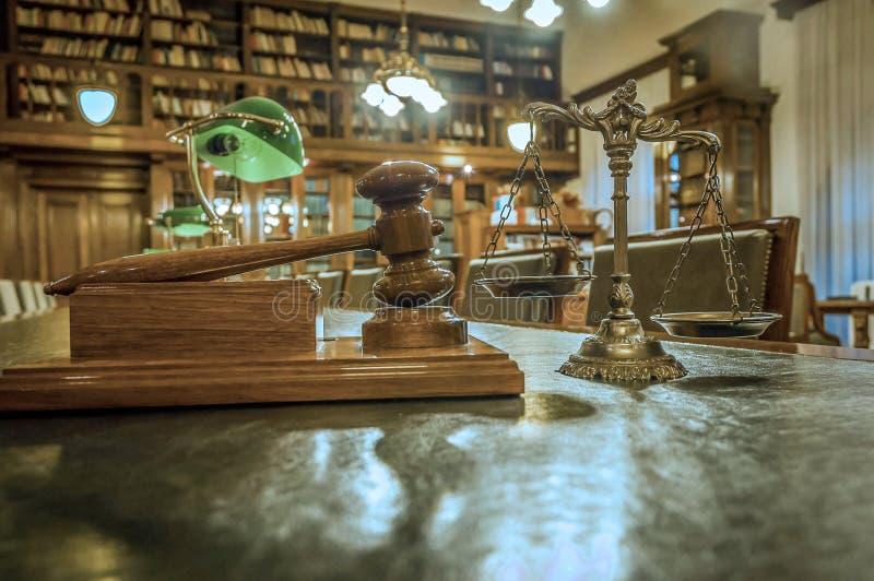 Symbol Prawo i Sprawiedliwość w bibliotece zdjęcia stock