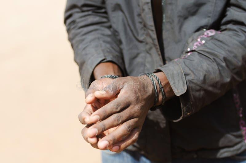 Symbol slave - homme de couleur africain avec la corde de mains photos libres de droits