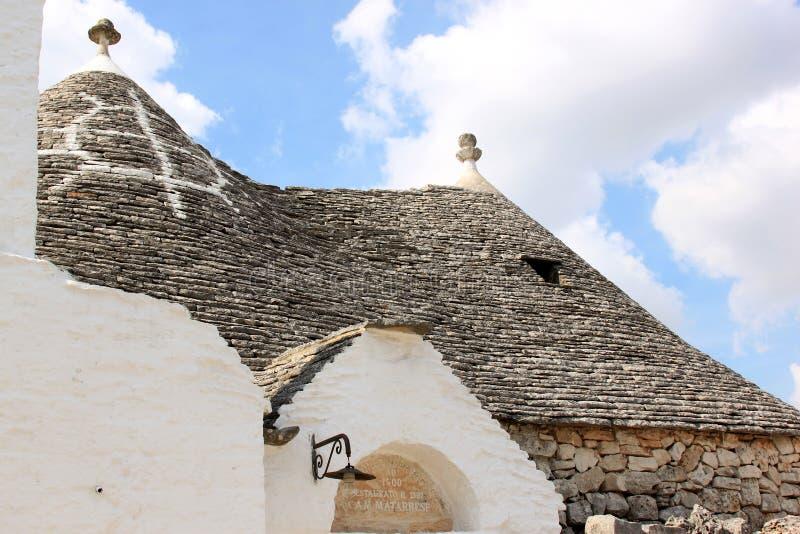 Symbole chez Trullo siamois dans Alberobello, Italie photos libres de droits