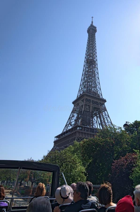 Symbole d'Eiffel Tour-Paris et point de repère iconique dans les Frances Endroits touristiques célèbres et destinations romantiqu photo libre de droits