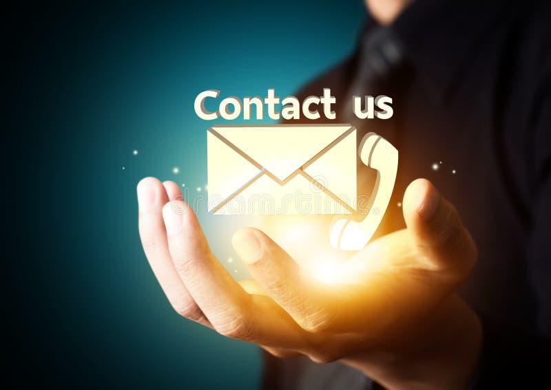 Symbole de contactez-nous dans la main d'homme d'affaires illustration libre de droits