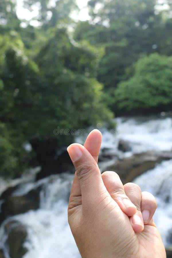 Symbole de l'amour avec des doigts photos libres de droits