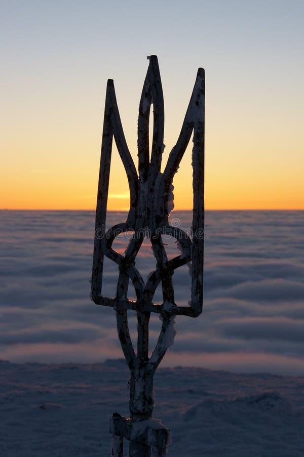 Symbole de l'Ukraine et du cloudscape de soirée photos libres de droits