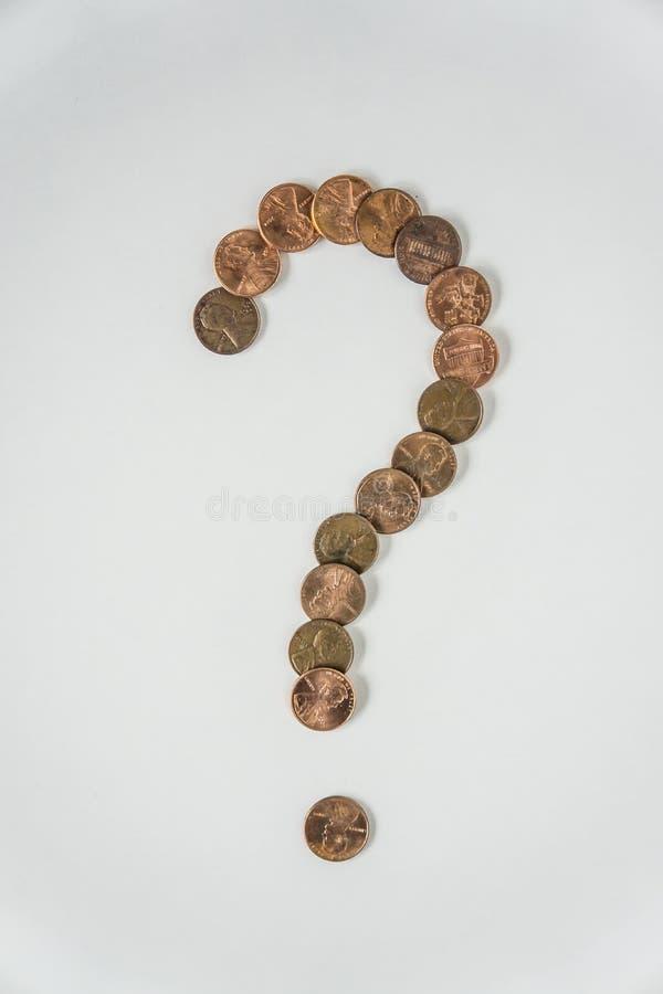 Symbole de point d'interrogation fait de centimes américains sur fond blanc photographie stock