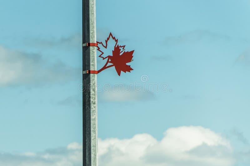 Symbole de signe de Toronto Maple Leafs sur le métal lattern 150 ans d'anniversaire images stock