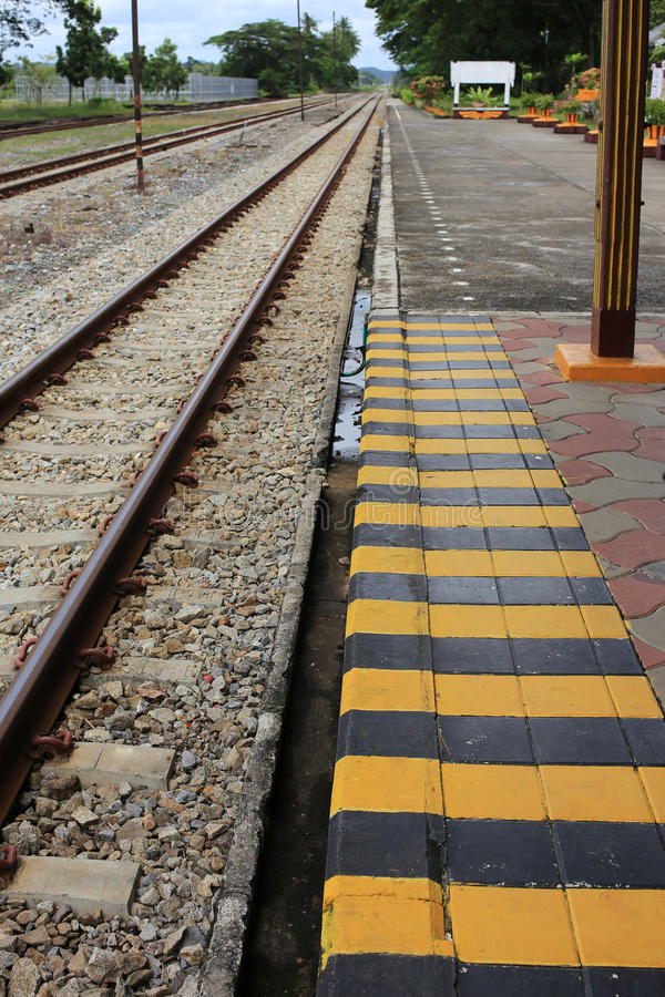 Symbole de support de sécurité à la station de train photo stock
