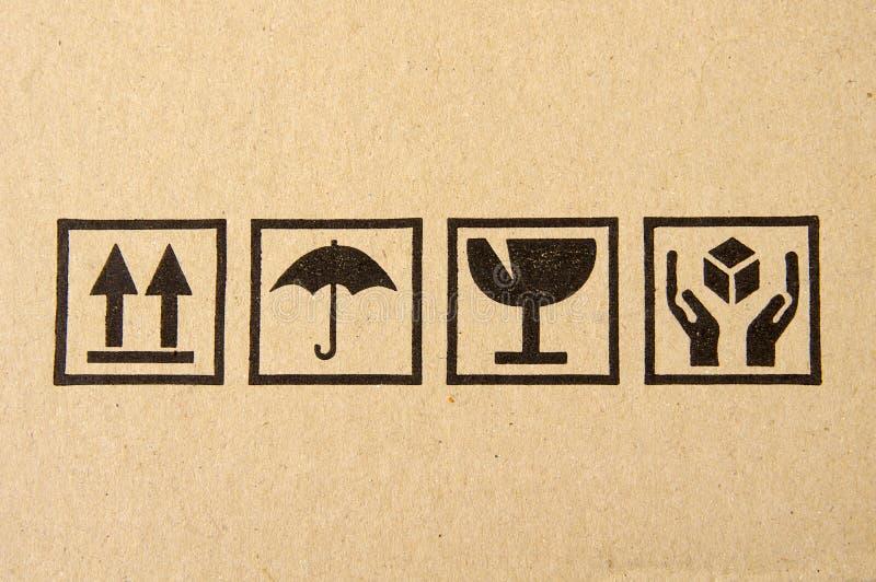 Symbole fragile noir sur le carton photographie stock