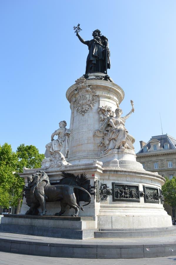 Symbole français de la liberté de la Republique en place, Paris images stock