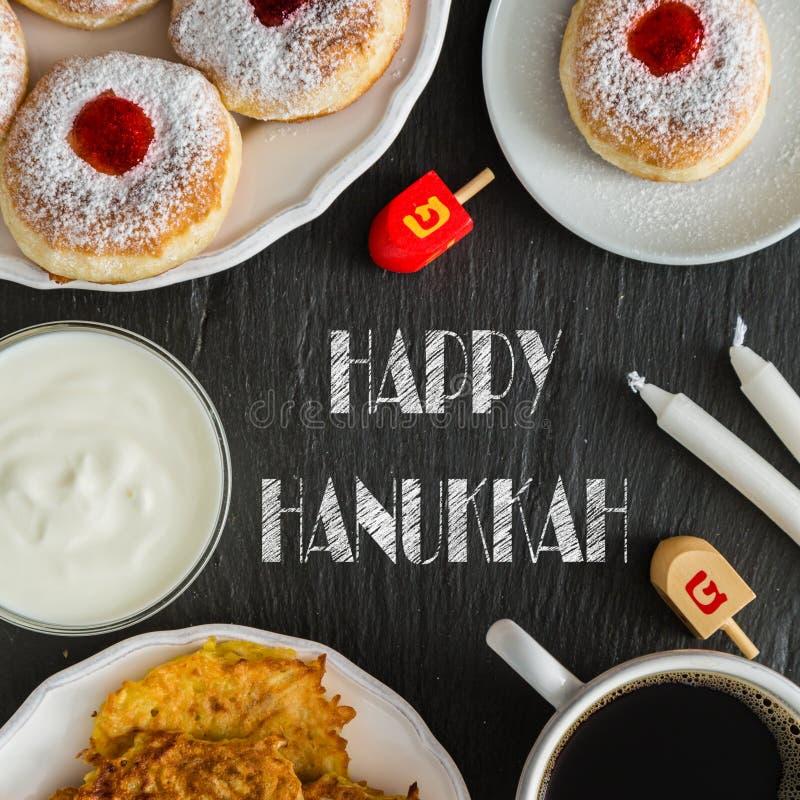 Symbole Hanukkah świętowanie na drewnianym tle fotografia royalty free