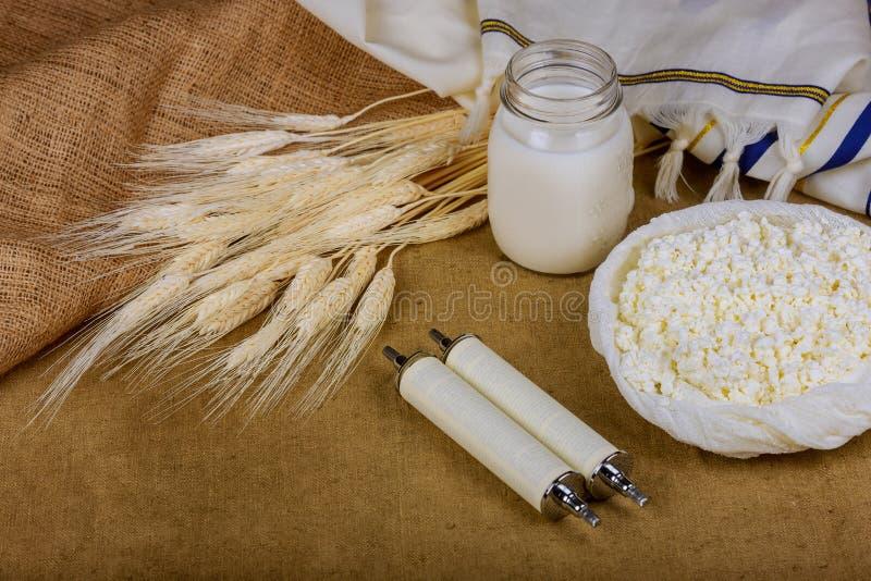 Symbole j?disches Feiertag torah Weizen shavuot des reinen Nahrungsmittelhintergrundes lizenzfreies stockbild