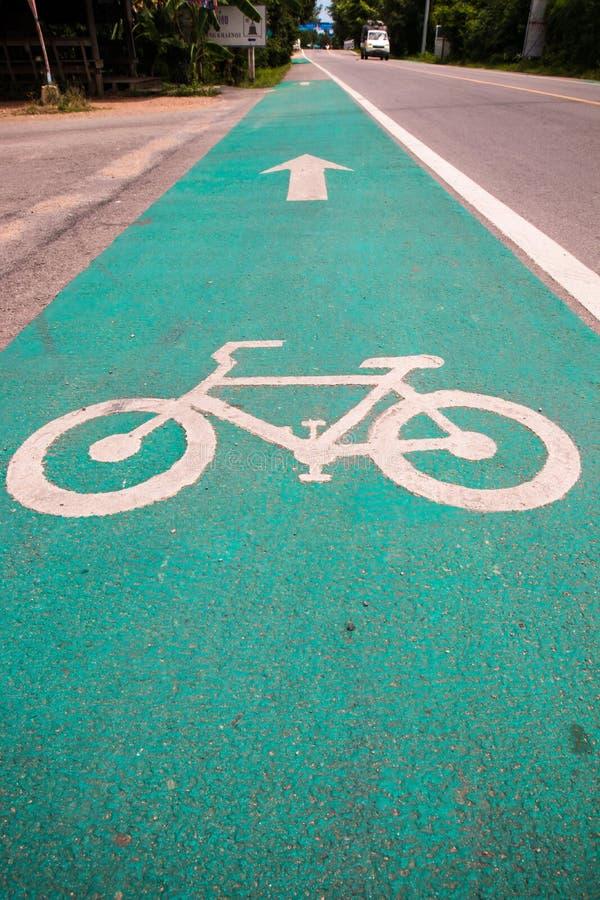 Symbole pour indiquer la route pour des bicyclettes veuillez partager la route pour le vélo photos stock