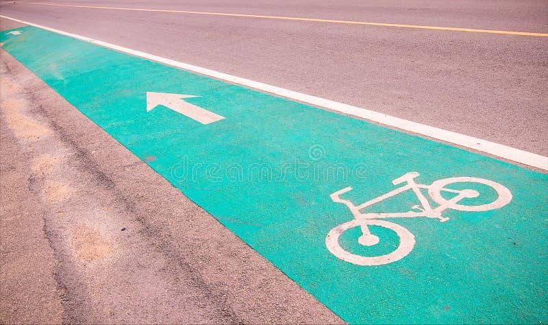 Symbole pour indiquer la route pour des bicyclettes veuillez partager la route pour le vélo photographie stock