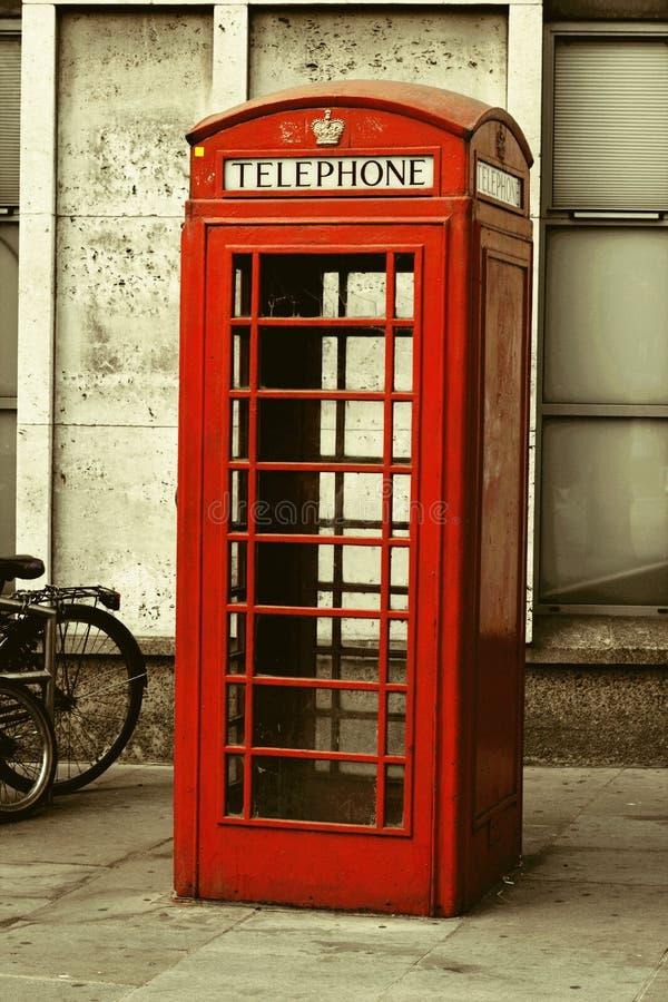 Symbole rouge de cabine téléphonique de Londres images libres de droits