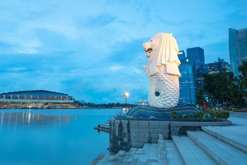 Symbole singapourien Merlion le début de la matinée image libre de droits