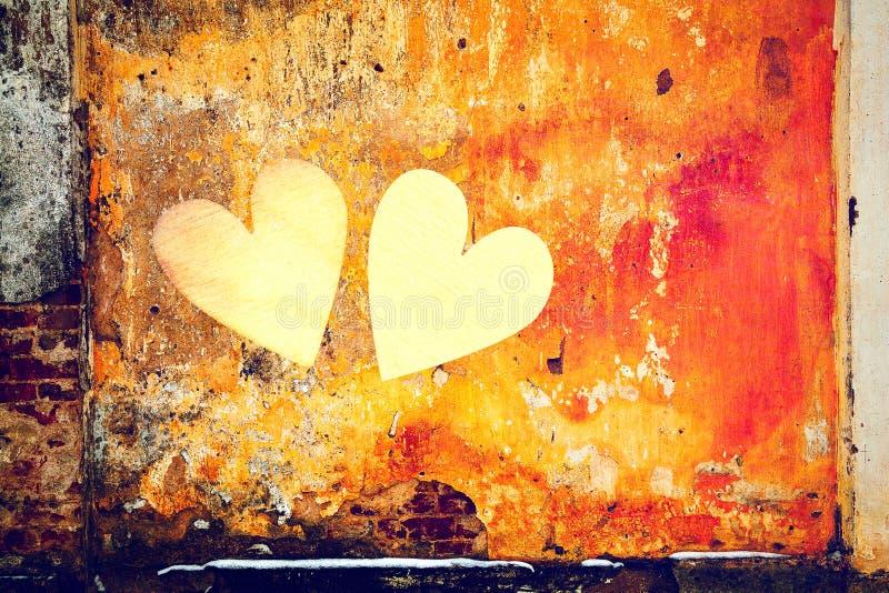 Symbolen van liefde - harten op een grungeachtergrond royalty-vrije stock fotografie