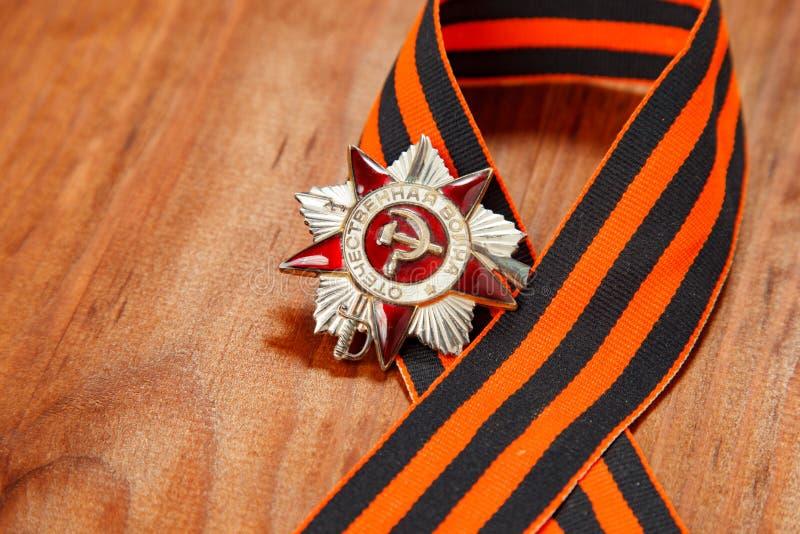 Symbolen van Overwinning in Grote Patriottische Oorlog op houten stock foto's