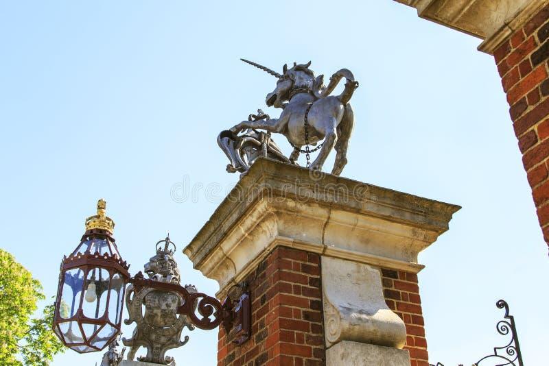 Symboler av Storbritannien - enhörning och Lejonet arkivfoto