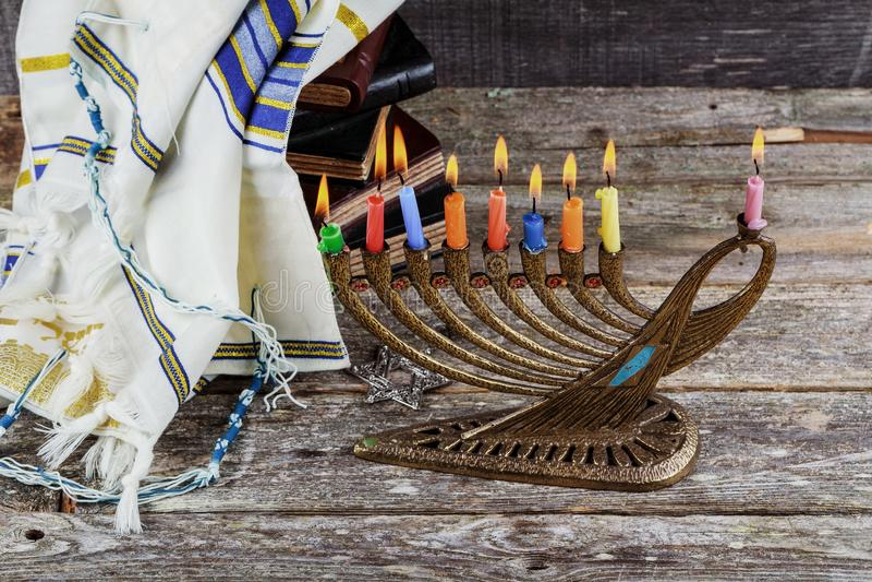 Symboles juifs de hannukah de vacances - menorah images stock