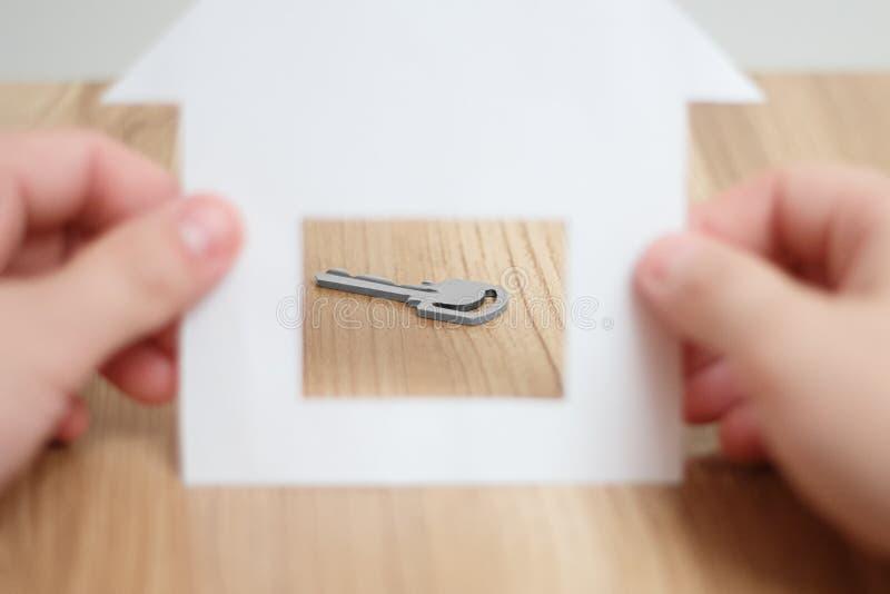 Symbolet av att köpa ett hem arkivbild