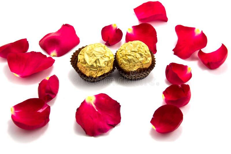 symbolet av förälskelse med steg, choklad, valentins dag arkivfoton