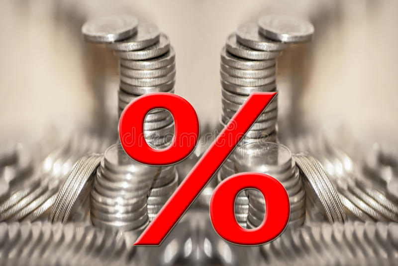 Symbolet av procent på bakgrunden av pengar arkivbilder