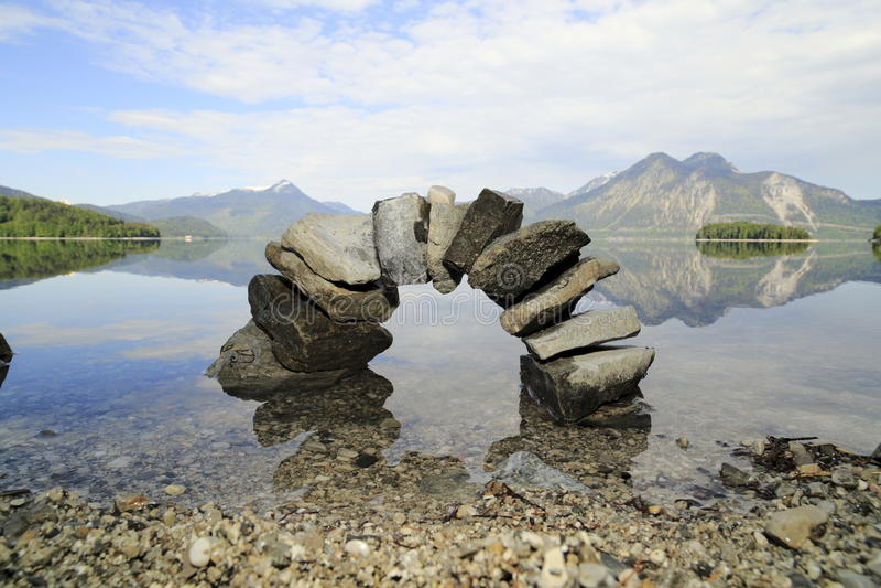 Symboliczny naturalny kamienia most zdjęcie royalty free