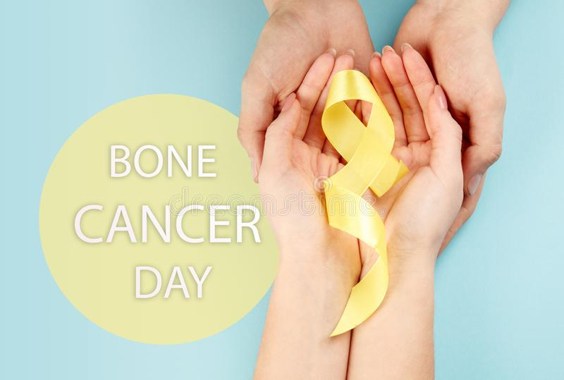 Symbolisk färg för gult band för medvetenhet för Sarcomabencancer och självmordförhindrande arkivbild