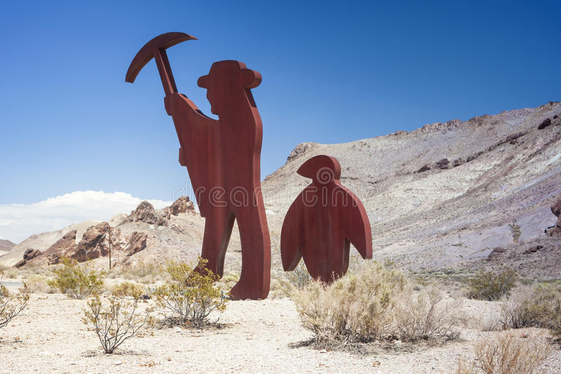 Symboliskt emblem av den övergav gruvarbetarens rhyoliten för spökestad in royaltyfri fotografi