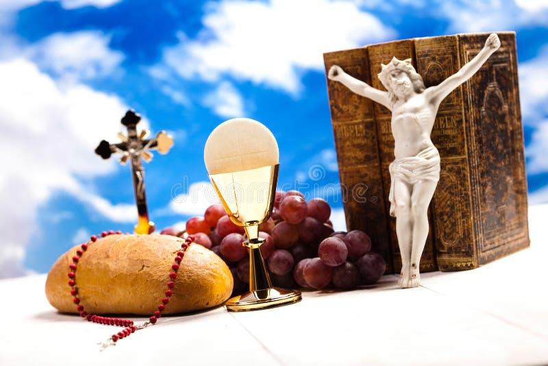Symbolkristendomenreligion, ljus bakgrund, genomdränkt conce arkivbilder