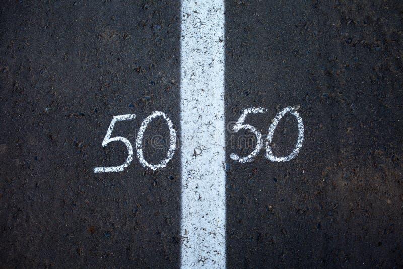 Symbool van gendergelijkheid op asfalt stock foto's
