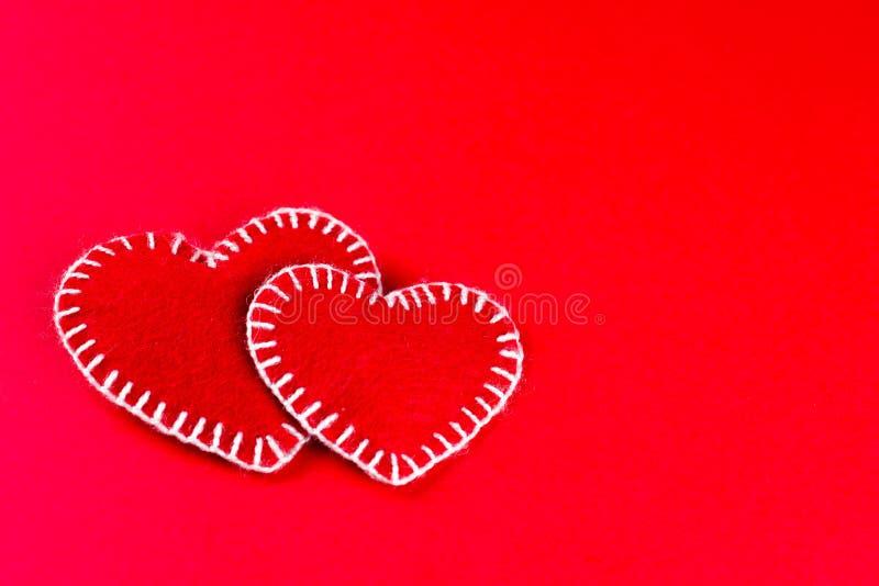 Symbool van twee het met de hand gemaakte harten Gelukkige Valentine Day stock foto