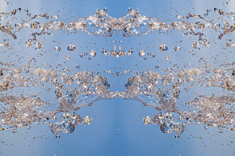 Symetryczny wzór zatkane wodne kropelki z przejrzystymi strumieniami na błękitnym tle Zderzenie, opozycja i mistyczny, zdjęcia stock