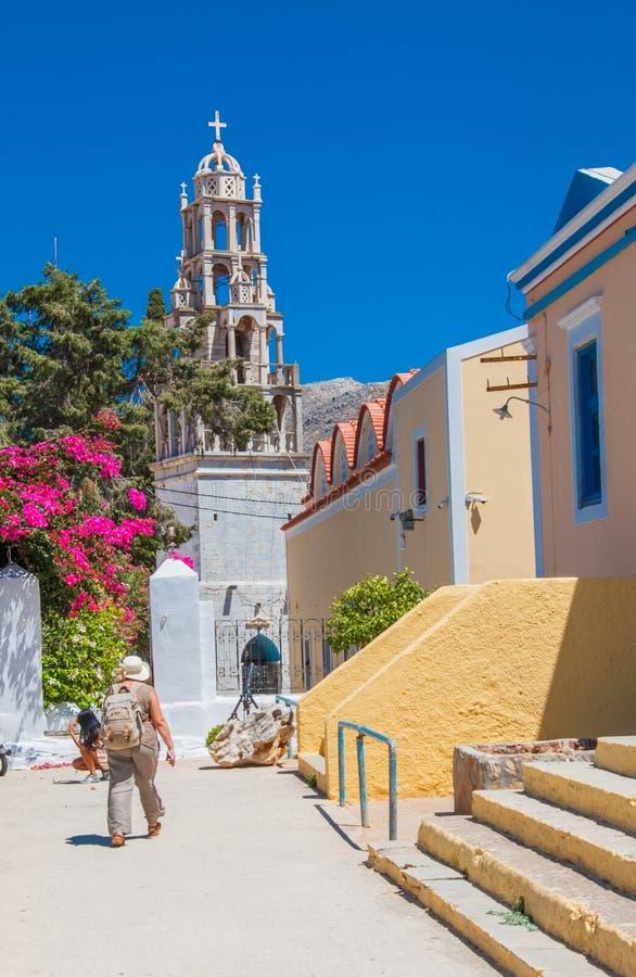 Symi, Grecia - 11 de agosto de 2018: Arquitectura y se?ales, islas de Symi, Grecia imágenes de archivo libres de regalías