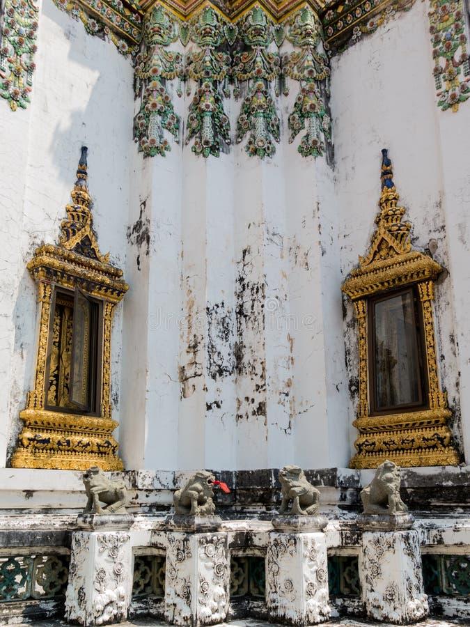 Symmeticalness dentro il tempio di Pho fotografia stock libera da diritti